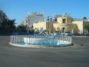 Kos - fontanna z delfinami